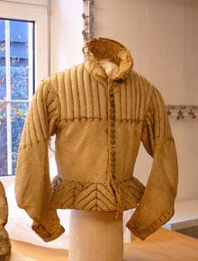 report38-05明礬なめしの白革で出来た衣服